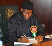 PIC. 1. PRESIDENT GOODLUCK JONATHAN SIGNING A CONDOLENCE   REGISTER FOR THE VICTIMS OF DECEMBER 15TH HELICOPTER MISHAP IN   BAYELSA AT THE  FEDERAL EXECUTIVE COUNCIL MEETING IN ABUJA ON   WEDNESDAY (19/12/12).