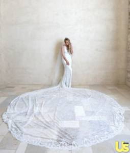 1412188985_lauren-conrad-wedding-dress-zoom-055106cd-edbf-4aad-9111-013138f3a93f