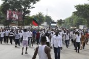 ipob-members-on-protest-along-aba-owerri-road